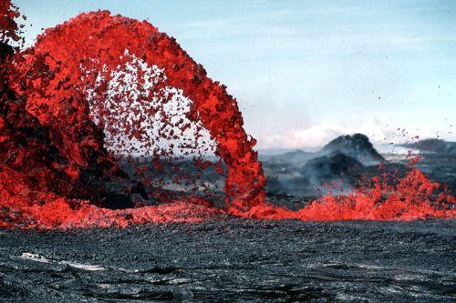 Kilauea lava fountain -- USGS Hawaii Volcano Observatory